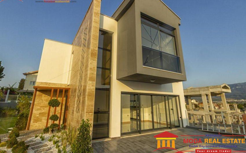Private villa with pool and garage in Kusadasi