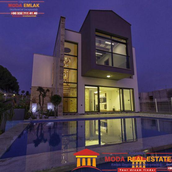 Private villa with pool and garage in Kusadasi